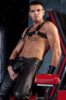 Club Inferno Dungeon. Gay Pics 8