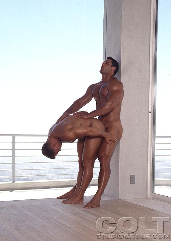 Голые мускулистые мужики фото