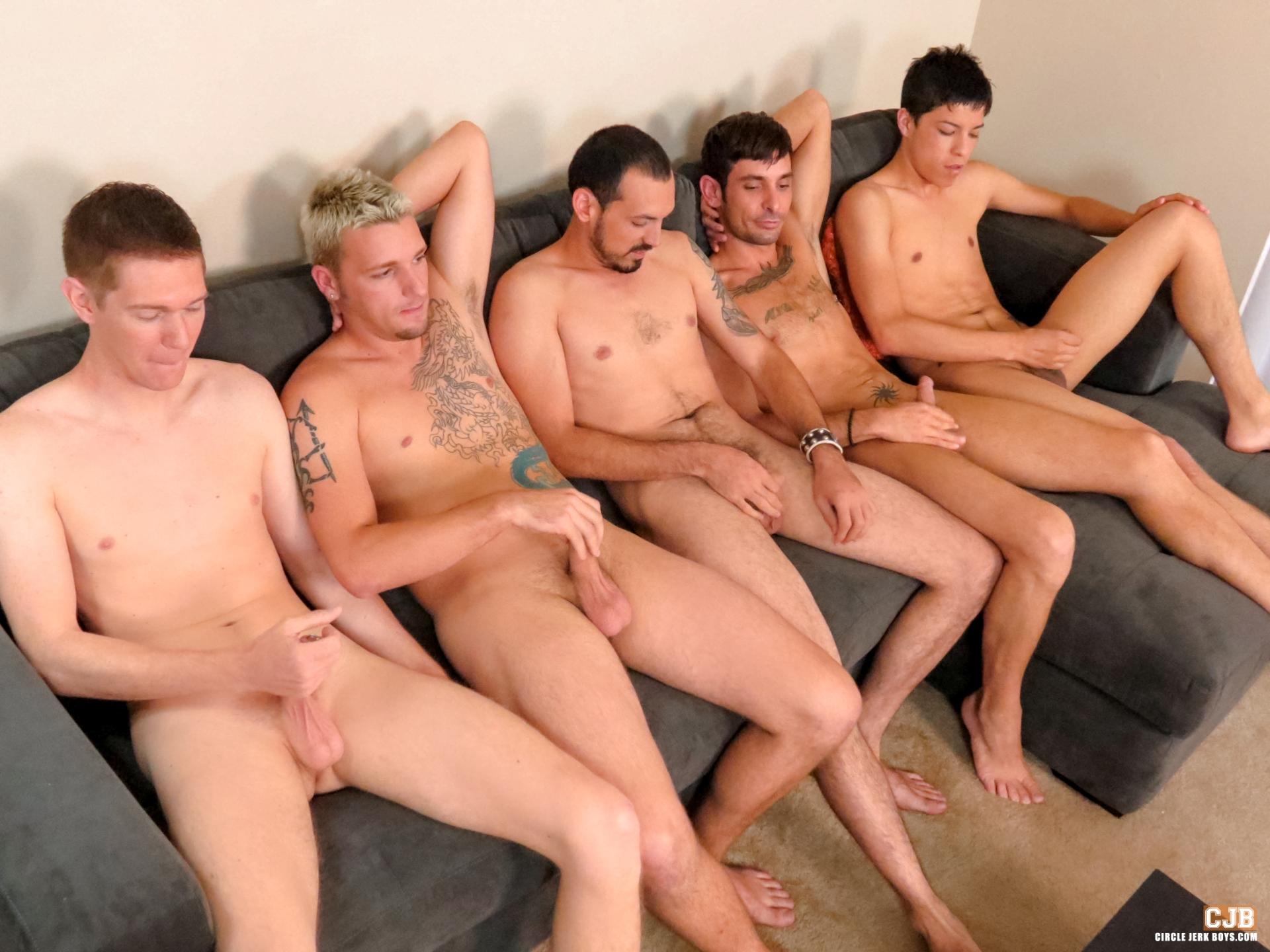 Ребята дрочат своими руками 9 фотография